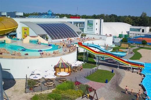 На снимке аквапарк Ливу с другой стороны