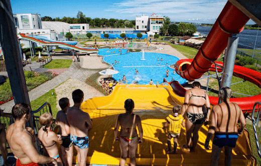 Внутренняя часть аквапарка Ливу на фото