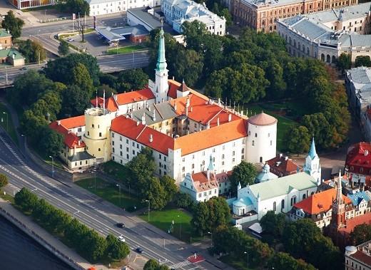 На фото изображен Рижский замок