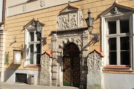На фото представлен дом братства Черниголовых