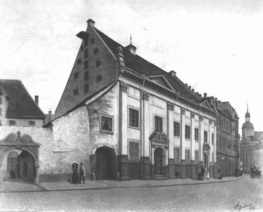 На снимке изображен Дом Данненштерна