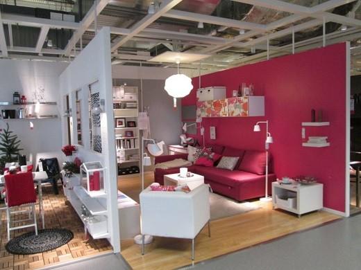На снимке изображен торговый центр «Икеа» в Вильнюсе изнутри