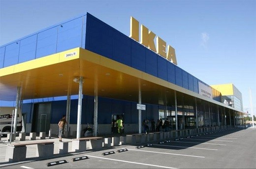 На фото изображен торговый центр «Икеа» в Вильнюсе