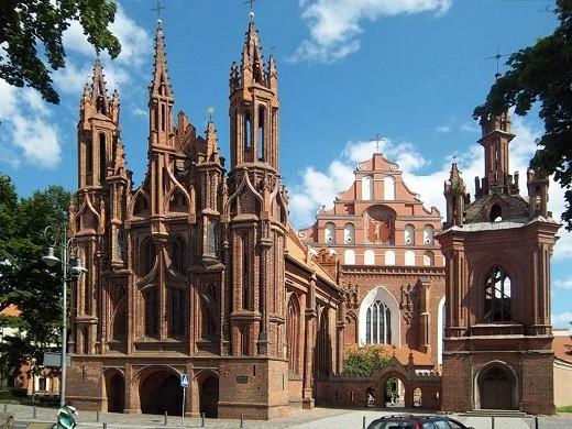 Костел Святой Анны на снимке