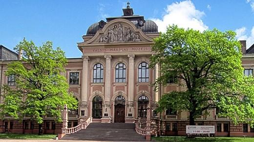На фото изображен Латвийский Национальный Художественный Музей