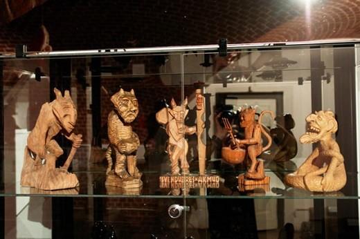 На снимке представлена экспозиция из Музея чертей