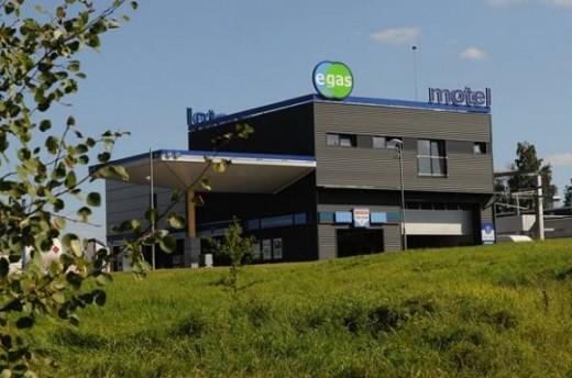 На снимке изображен отель Egas