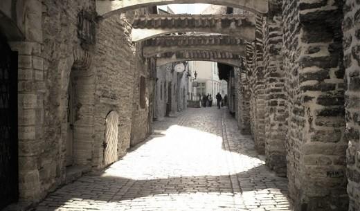 Переулок Катарины в Таллине на снимке