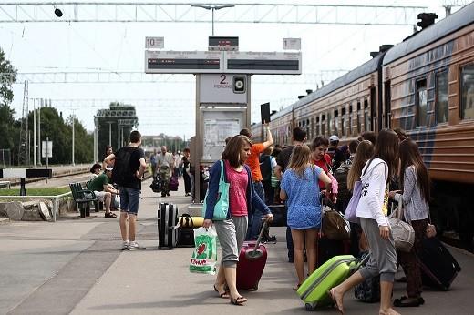 На фото посадка на поезд Москва - Рига