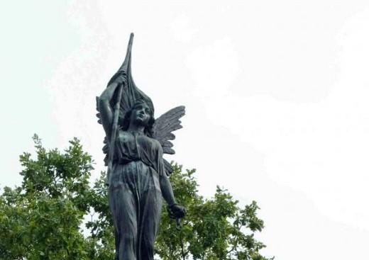 На фото изображена Каунасская Статуя Свободы
