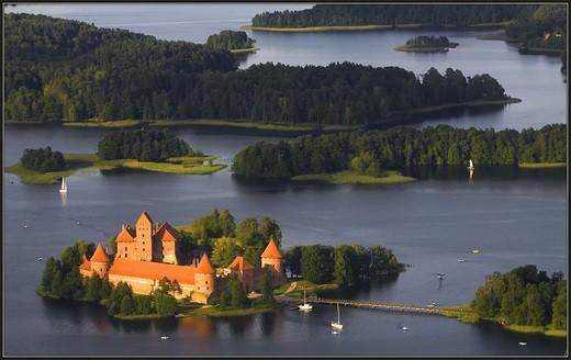 Тракайский замок представлен на фото