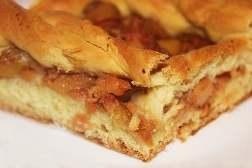 Грушевый латвийский пирог на фото