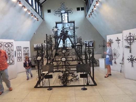 Музей кузнечного дела внутри на снимке