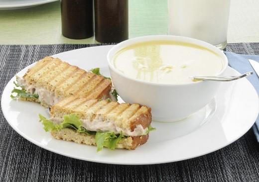 Молочный суп представлен на фото