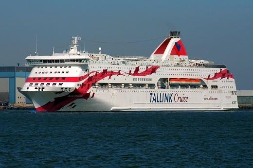 Круизный паром Baltic Queen эстонской компании Tallink на фото