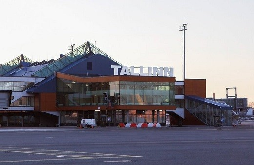 На снимке представлена платная парковка таллинского аэропорта