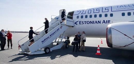 Посадка на самолет авиакомпании Estonian Air на фото