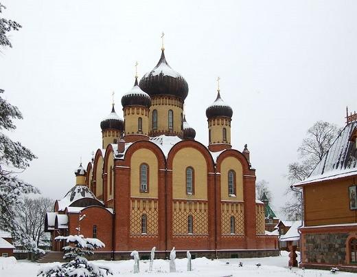 Пюхтицкий успенский собор на фото