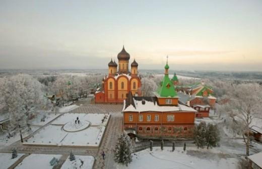 На снимке вид на Пюхтицкий успенский монастырь с высоты птичьего полета