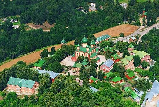 Пюхтицкий успенский женский монастырь в Эстонии на снимке