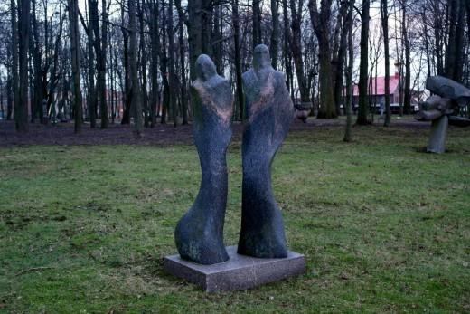 На снимке парк скульптур в Клайпеде