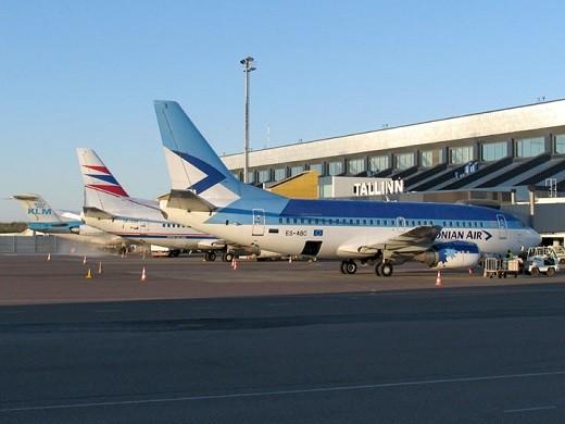 Самолеты в аэропорту Таллина на фото