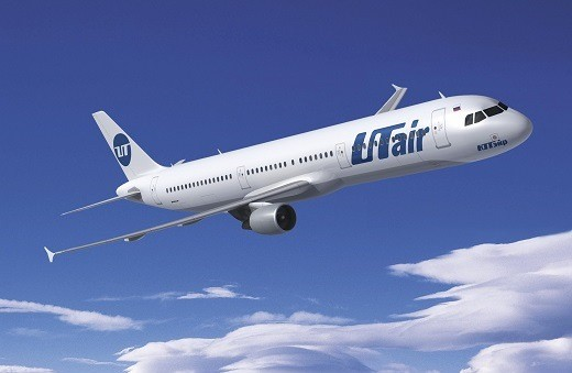 Самолет авиакомпании ЮтЭйр на снимке
