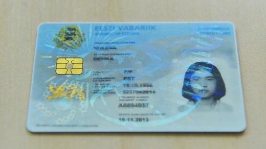 В эстонии существует запрет на некоторые фамилии русского происхождения, их можно взять только по специальному разрешению