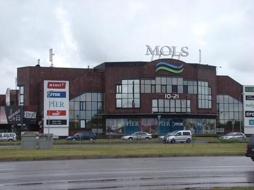 Торговый центр Mols в Риге на фото