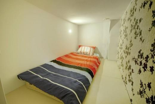 Интерьер комнаты в Slippers House на фото