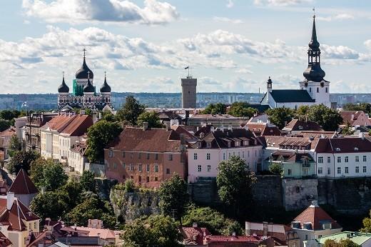 На фотографии изображен Таллин