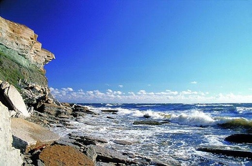 На фото побережье эстонского острова Саарему