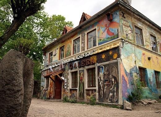 На фото квартал Ужупис в Вильнюсе