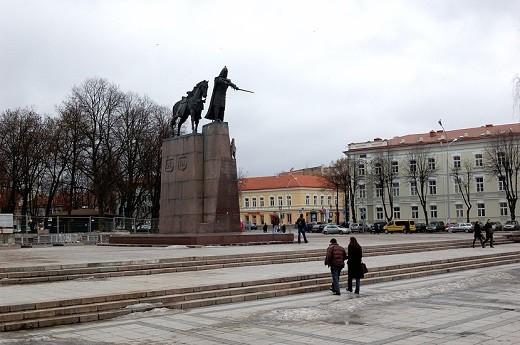 Памятник Князю Гедиминасу на фотографии