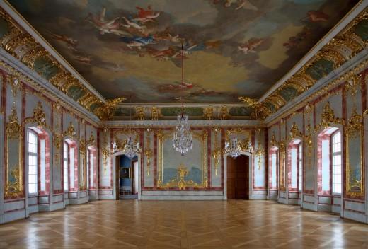 На фото показан один из залов Рундальского дворца