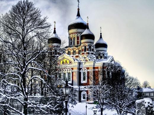 На фотографии изображен собор Александра Невского зимой
