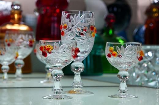 На фотографии представлена стеклянная посуда из Эстонии
