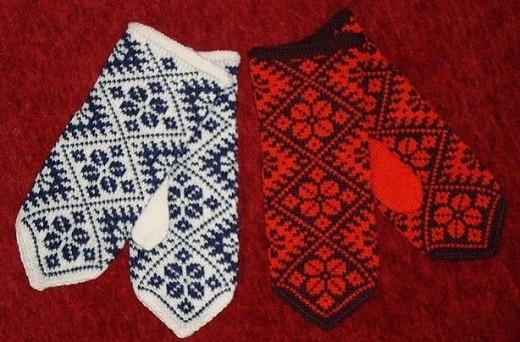 Варежки с эстонским узором на снимке